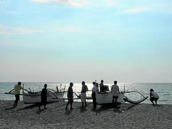 Ngư dân Philippines than phiền về hành vi 'lạ' của tàu cá TQ - 1