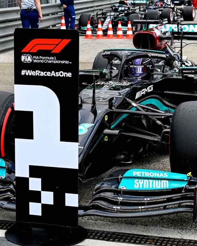 """Đua xe F1, phân hạng Emilia Romagna GP 2021: """"Nhà vua"""" Hamilton """"vất vả"""" đoạt pole - 1"""