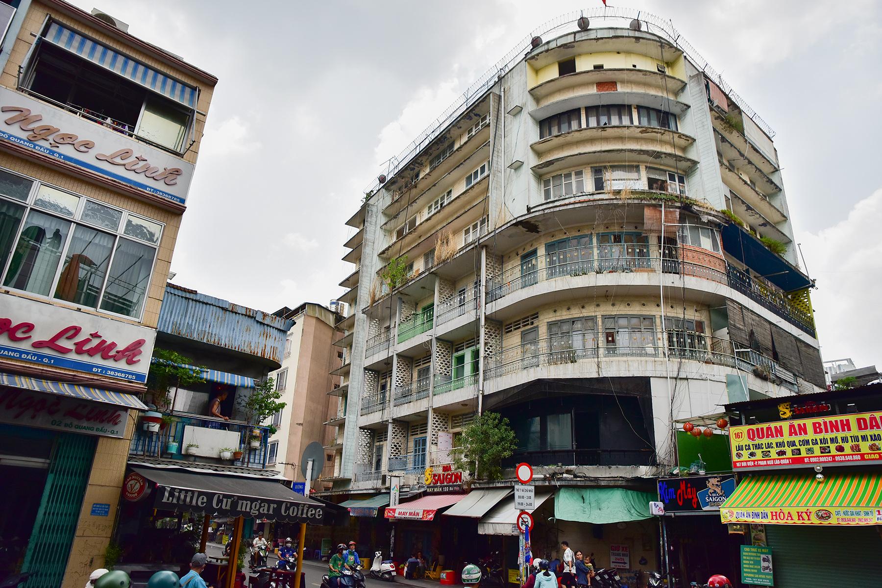 Ớn lạnh cảnh rác ngập ngụa trong các căn hộ chung cư ở phố Tây Sài Gòn - 1