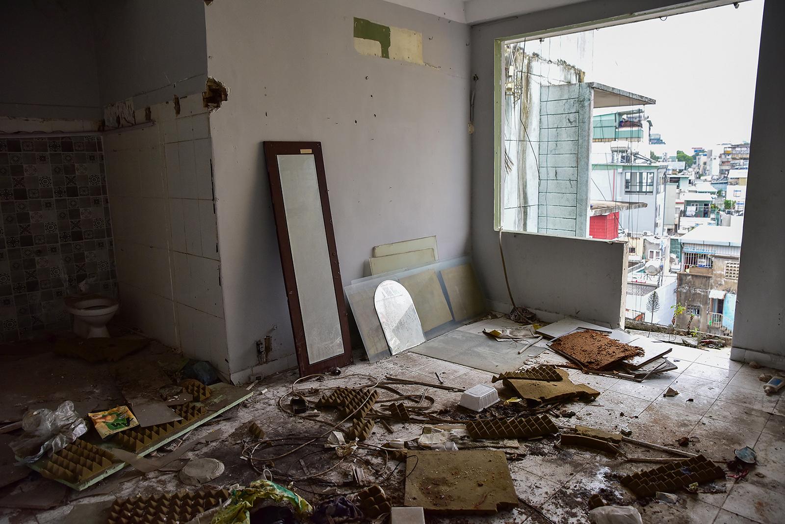 Ớn lạnh cảnh rác ngập ngụa trong các căn hộ chung cư ở phố Tây Sài Gòn - 10
