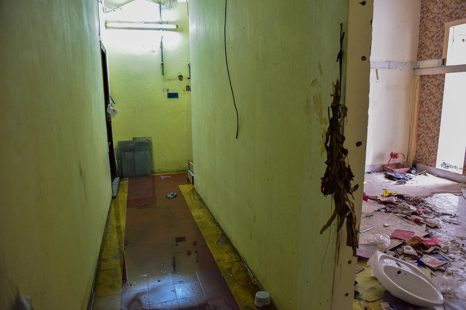 Ớn lạnh cảnh rác ngập ngụa trong các căn hộ chung cư ở phố Tây Sài Gòn - 13