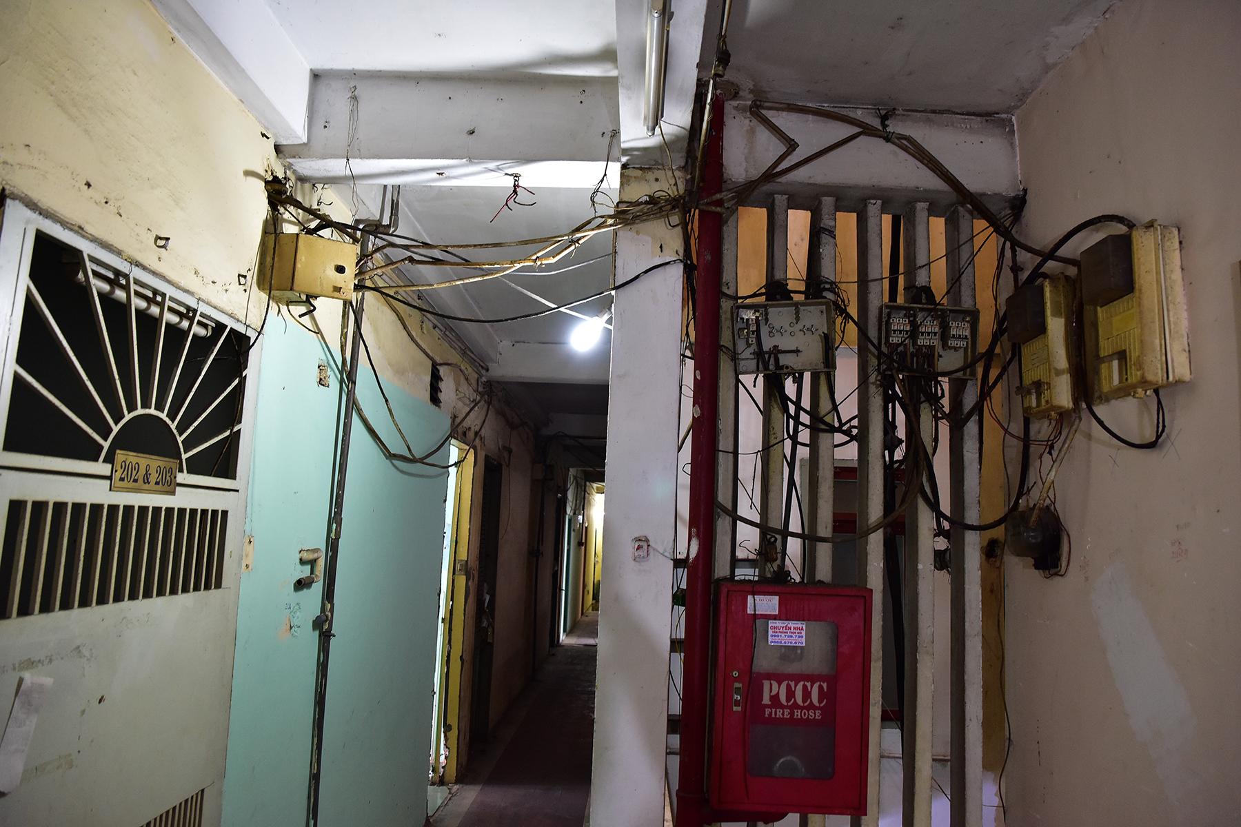Ớn lạnh cảnh rác ngập ngụa trong các căn hộ chung cư ở phố Tây Sài Gòn - 6