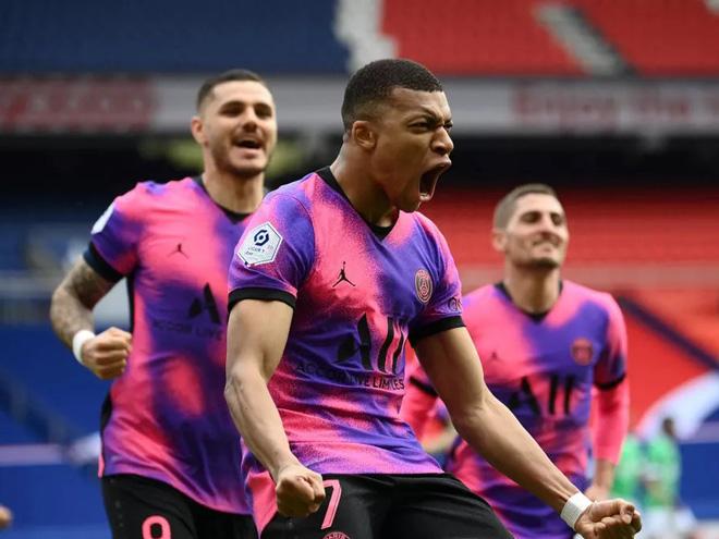 "Video PSG - St Etienne: 15 phút ""điên rồ"", Mbappe tỏa sáng - 1"