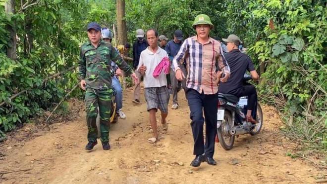 Cả trăm người bao vây quả đồi, bắt phạm nhân trốn khỏi trại giam - 1