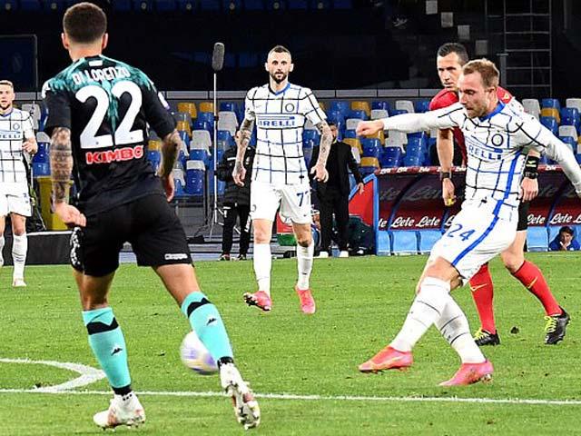 """Video Napoli - Inter Milan: Sai lầm """"người nhện"""", siêu phẩm sút xa cứu rỗi"""