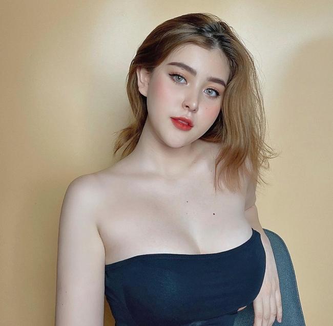 Wilson Nhật Anh hay còn gọi là Sunna là hot girl sinh năm 2002 nổi tiếng trên mạng xã hội nhờ xinh đẹp.