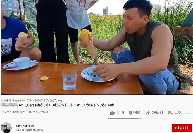 Kênh YouTube Tiến Black đăng video ăn trứng chiên kèm quần nhỏ phụ nữ: Cơ quan quản lý vào cuộc - 1