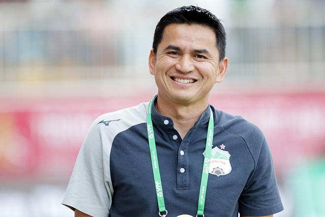 HLV Kiatisak nói gì với học trò trong phòng thay đồ để HAGL thắng Hà Nội FC? - 1