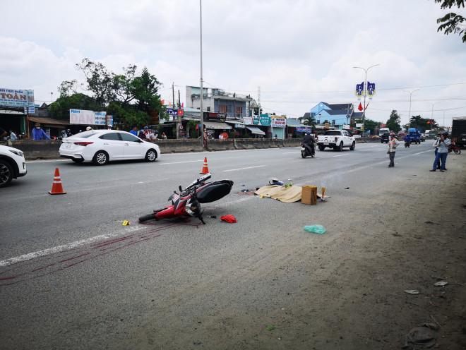 Một thanh niên bị xe container cán thẳng qua người, tài xế không hay biết (?!) - 1