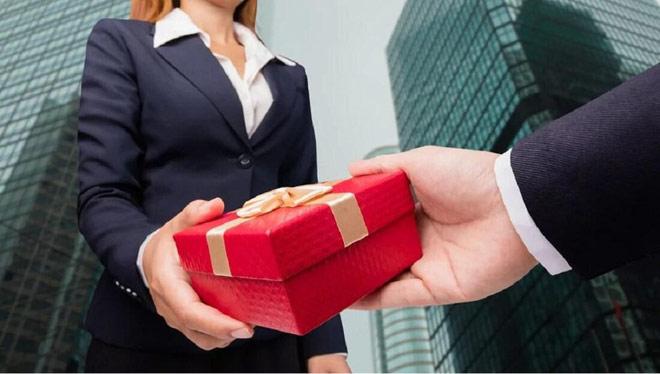 Gói quà đến nhầm địa chỉ tố tội ngoại tình khủng khiếp của chồng - 1
