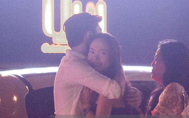 Hình ảnh Minh Hằng và Quốc Trường ôm hôn nhau mới đây khiến cư dân mạng thích thú và dấy lên nghi vấn cả 2 đang trong mối quan hệ tình cảm.