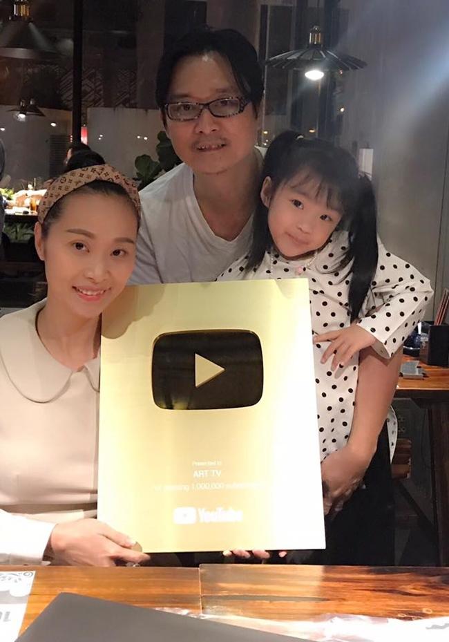 Năm 2018, kênh Youtube của vợ chồng Nguyễn Nhất Huy - Lê Kiều Như đã đạt được nút vàng.