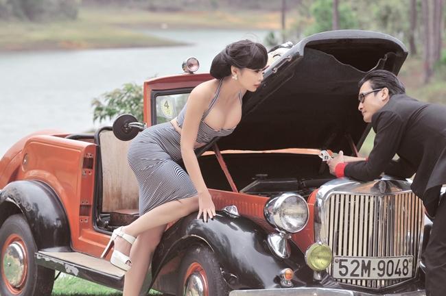 """Được mệnh danh là """"quả bom sexy"""" của làng giải trí, Lê Kiều Như và chồng - nhạc sĩ Nguyễn Nhất Huy thực hiện bộ ảnh cưới với nhiều phong cách như cổ điển, hiện đại. Tuy nhiên, tất cả đều có một điểm chung là nữ ca sĩ ăn vận vô cùng gợi cảm."""