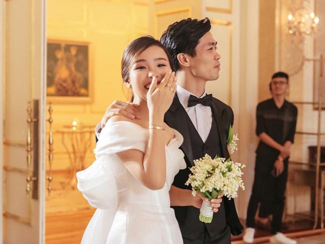 Cuối năm 2020, cầu thủ Công Phượng tổ chức đám cưới với bạn gái là Tô Ngọc Viên Minh sau khi bí mật làm đám hỏi vào tháng 6 cùng năm. Ngay sau đó, thân thế về bà xã Công Phượng khiến nhiều người tò mò.