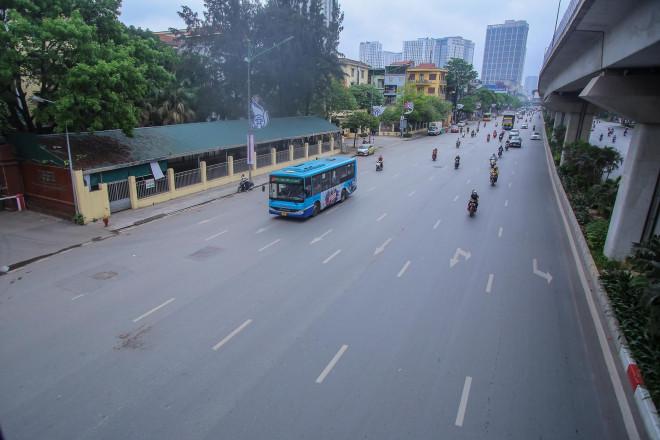 Phố phường Hà Nội khác lạ trong ngày Giỗ tổ Hùng Vương - 1