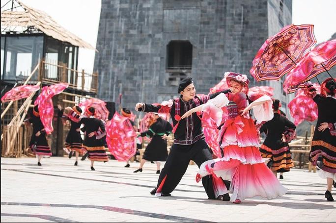 Du lịch Sa Pa khởi sắc, lượng du khách tăng tới 163% - 1