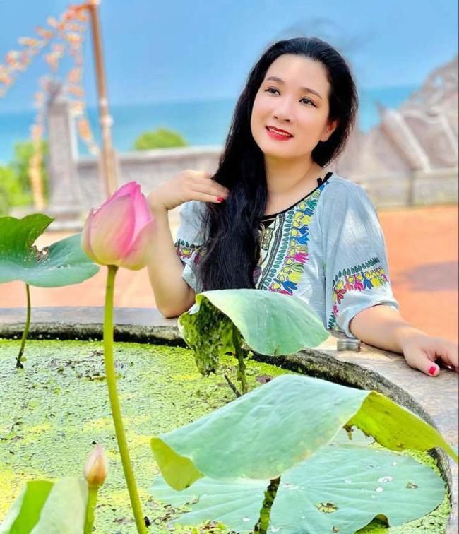 """Chia sẻ về những mối tình đã qua, Thanh Thanh Hiền cho biết mình luôn chịu thiệt thòi nhưng chưa bao giờ hối hận. Nghệ sĩ tự nhận mình là người """"dại trai""""."""