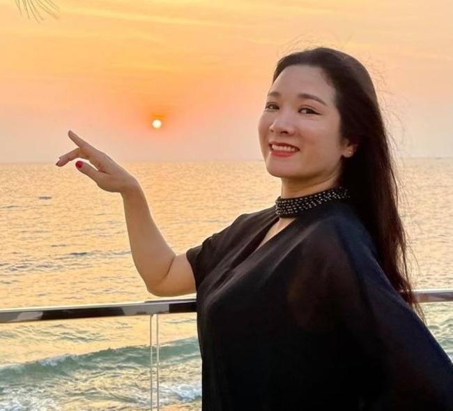 Mặc cho tình duyên lận đận, Thanh Thanh Hiền vẫn mang đến năng lượng tươi trẻ cho mọi người.