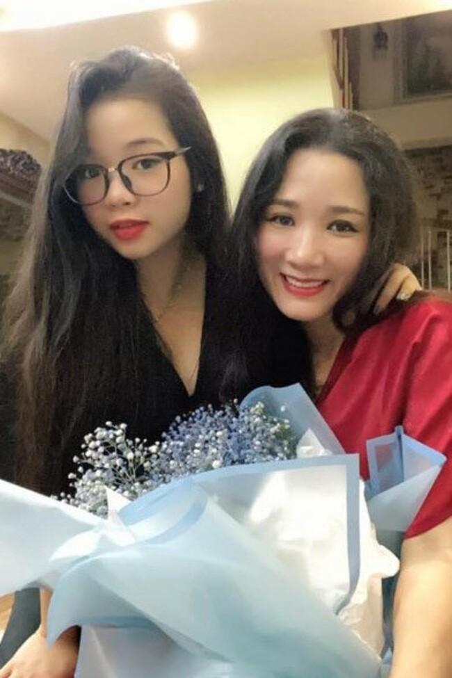 Con gáinhỏ Thái Phươngđịnh hướng theo nghệ thuật từ nhỏ, theo học đàn bầu và chuyên ngành hai là đàn tranhtại Học viện Âm nhạc Quốc gia Việt Nam. Lúc 6 tuổi, Thái Phương đã được học ca trù và năm 2016 trở thành ca nương trẻ nhất giành giải nhất