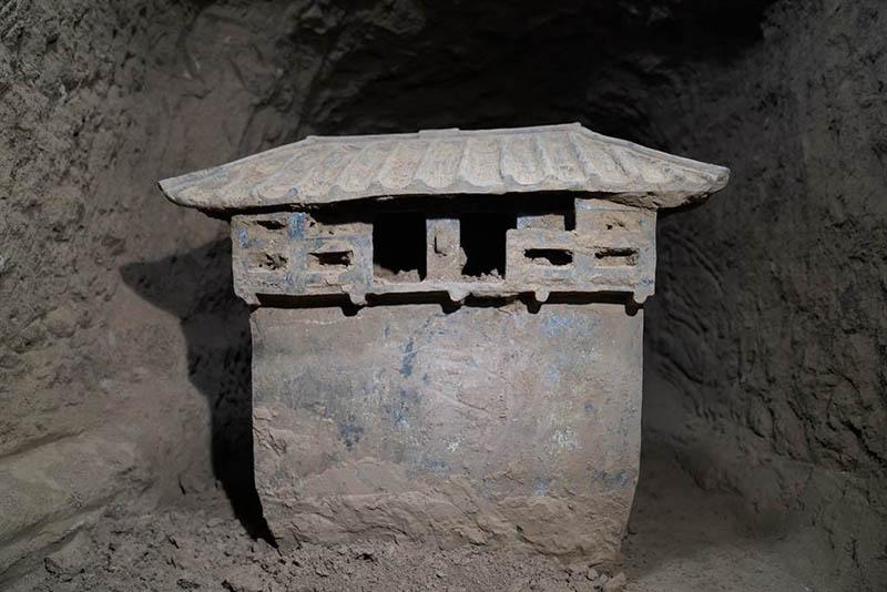 Sốc khi phát hiện thức ăn còn sót lại trong ngôi mộ cổ 2000 trước - 1