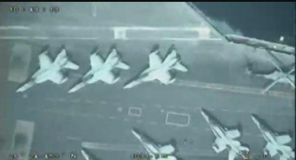 Video: UAV Iran điềm nhiên bay phía trên, soi cận cảnh tàu sân bay hạt nhân Mỹ - 1