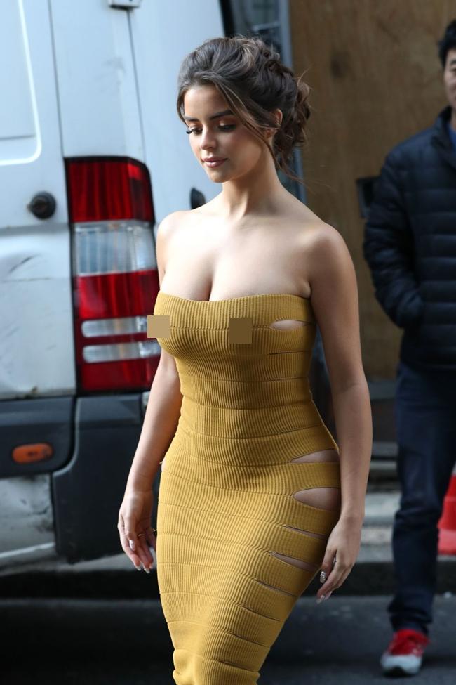 """Demi Rose được mệnh danh là """"nấm lùn gợi cảm nhất nước Anh"""". Dù không sở hữu chiều cao ấn tượng nhưng người đẹp vẫn nổi bật nhờ vóc dáng."""