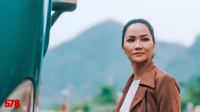 Hoa hậu H'Hen Niê bị đánh tím bầm người vì lén yêu cầu Tuấn Hạc ra tay thật với mình - 1