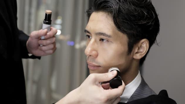 Nguyên nhân gì khiến nhiều nam đại gia từ U40 ở Nhật Bản bắt đầu thích làm đẹp? - 1