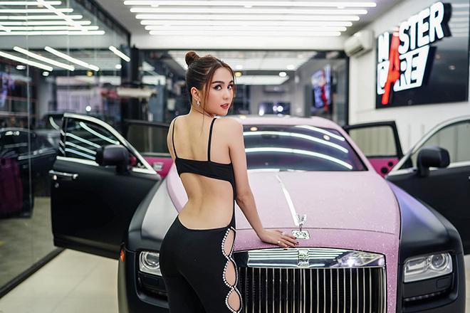 Rolls-Royce Ghost của Ngọc Trinh được làm mới toàn bộ nội thất - 1