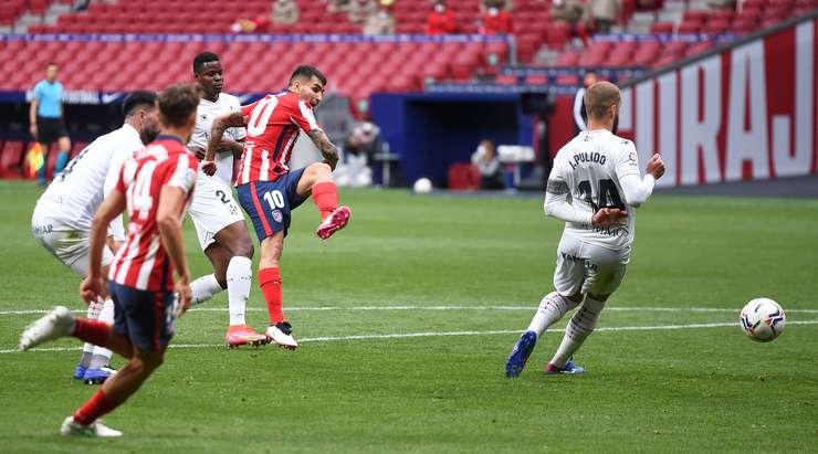 """Video Atletico Madrid - Huesca: Hai """"cú đấm"""" cuối hiệp, giữ vững ngôi đầu - 1"""
