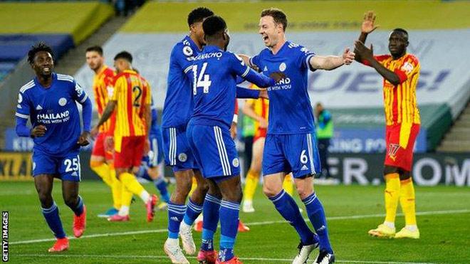 Rực lửa BXH Ngoại hạng Anh: Leicester thắng dễ, còn cách MU mấy điểm? - 1