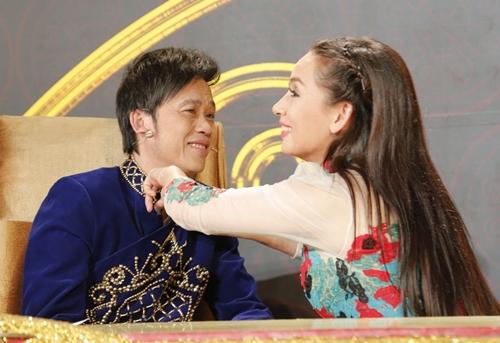 Hoài Linh nói 1 câu bất ngờ khi được Phi Nhung sang nhà xin cưới - 1