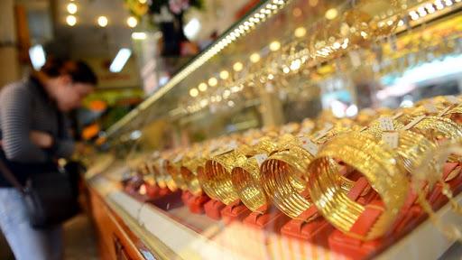 """Giá vàng hôm nay 24/4: Dân buôn bán tháo, vàng giảm """"sốc"""" - 1"""