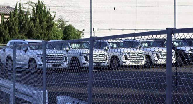 Lô xe Toyota Land Cruiser thế hệ mới lộ diện không che chắn - 1