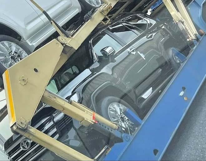 Lô xe Toyota Land Cruiser thế hệ mới lộ diện không che chắn - 5