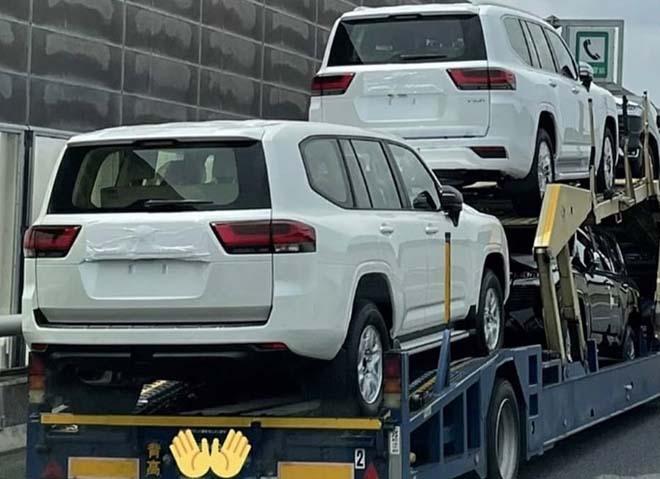 Lô xe Toyota Land Cruiser thế hệ mới lộ diện không che chắn - 6