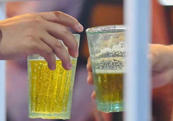 Dùng dao xử bạn nhậu vì chuyện uống bia không đều - 1