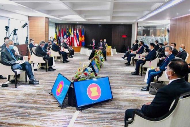 Thống tướng Myanmar phản ứng thế nào tại Hội nghị thượng đỉnh ASEAN? - 1