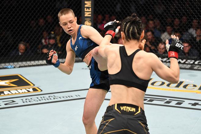 """""""Đóa hồng đầu gấu"""" tung cước đẹp nhất UFC 261, kinh hãi võ sỹ gãy gập chân - 1"""