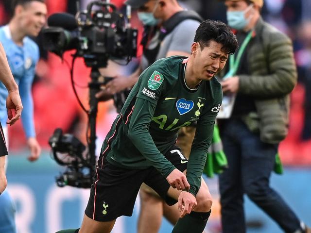 Tottenham thua Man City: Son Heung Min lại khóc, fan nổ ra tranh cãi