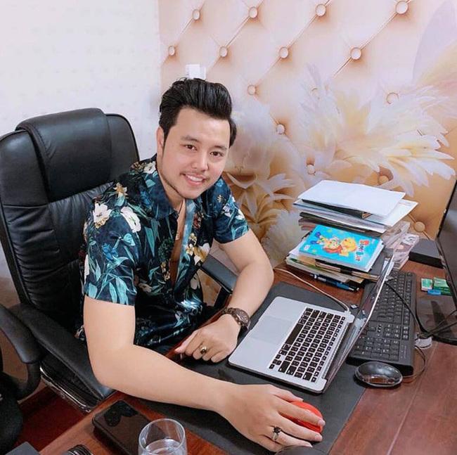 Hiện tại, Vũ Hoàng Việt không hoạt động showbiz mà chuyển hướng sang kinh doanh bất động sản.
