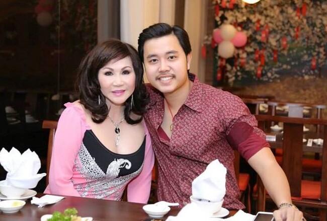 Sự nghiệp của siêu mẫu Vũ Hoàng Việt mờ nhạt trước những thông tin đời sống tình cảm khi anh công khai yêu nữ đại giaYvonne Thúy Hoàng hơn mình 32 tuổivào năm 2012.