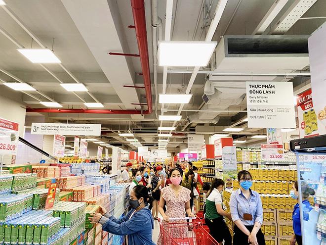"""LOTTE Mart Gold Coast Nha Trang """"hút"""" khách ngay tuần đầu khai trương - 1"""