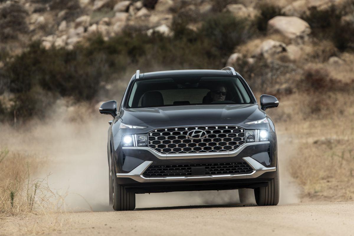 Ford Everest vs Hyundai SantaFe: Bạn thích hầm hố chắc khỏe hay sang trọng tiện nghi? - 10