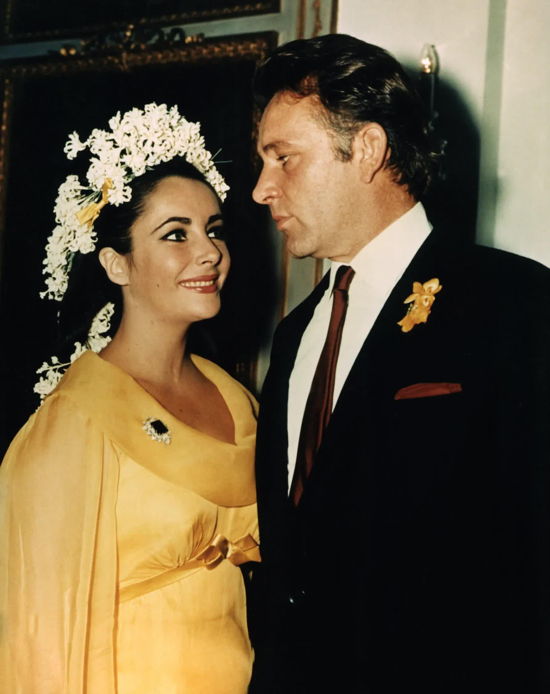 Những bộ váy cưới thay đổi quan niệm truyền thống của người nổi tiếng - 3