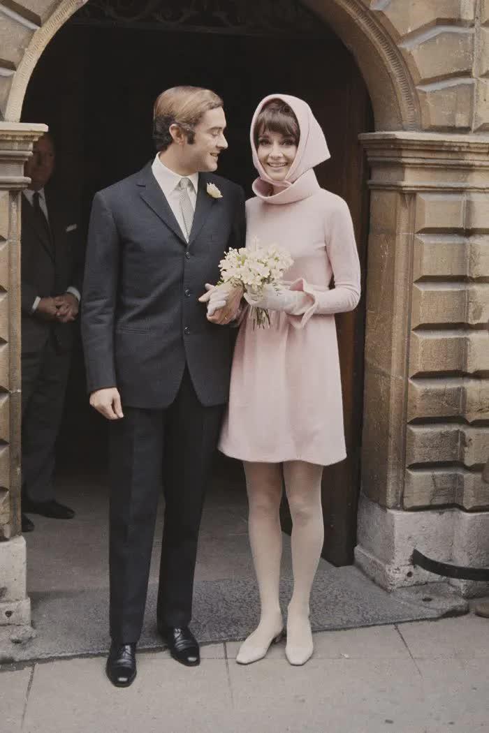 Những bộ váy cưới thay đổi quan niệm truyền thống của người nổi tiếng - 4