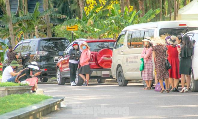 Khách du lịch đến Bình Định dịp lễ 30/4-1/5 phải khai báo y tế, đeo khẩu trang - 1