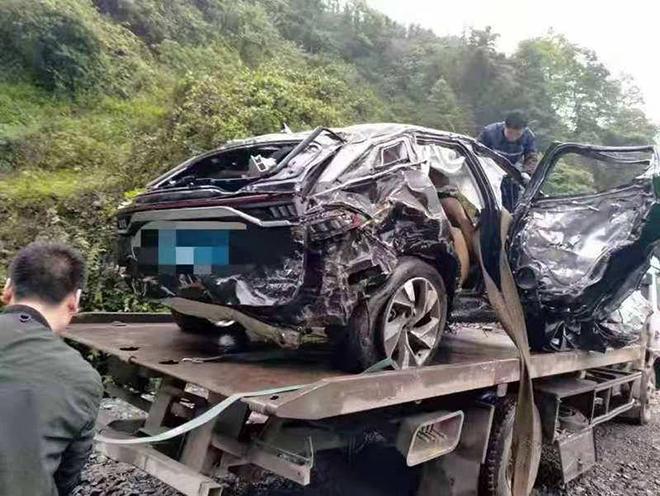 SUV Trung Quốc BAIC Beijing X7 gây bất ngờ về độ an toàn sau cú rơi vực 300m - 3