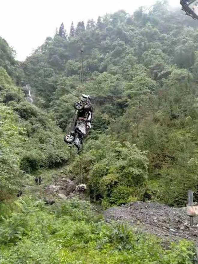SUV Trung Quốc BAIC Beijing X7 gây bất ngờ về độ an toàn sau cú rơi vực 300m - 4