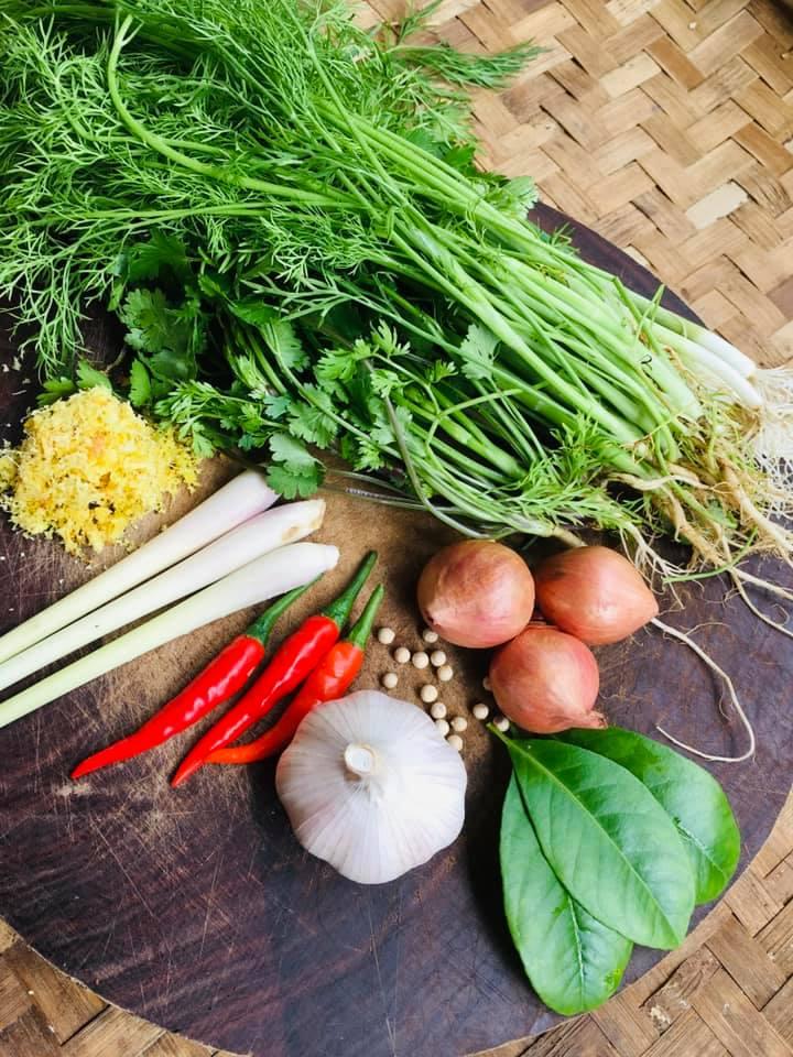 Nghỉ lễ cùng vào bếp làm món cá nướng kiểu Lào, người Việt ăn vào thích mê - 1